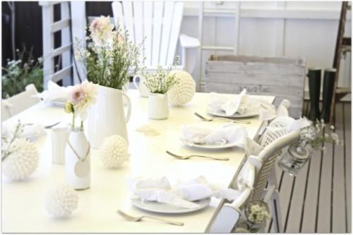 coastal-beach-cottage-table-dressing-decor-white-easter-650x434