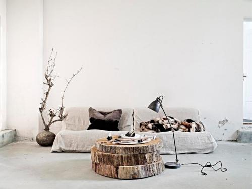 raw-wood-coffee-table