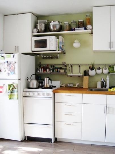 Inspira ie buc t rii mici decorette for Small apartment kitchen storage